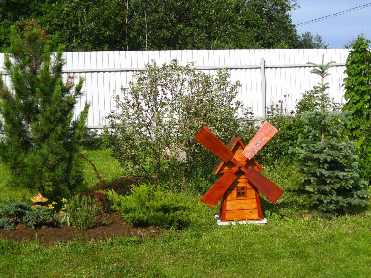 Декоративная мельница своими руками в саду фото